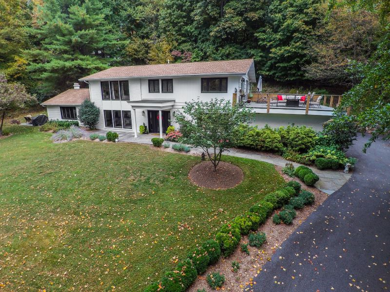 135 Middle River Road Listing Photo