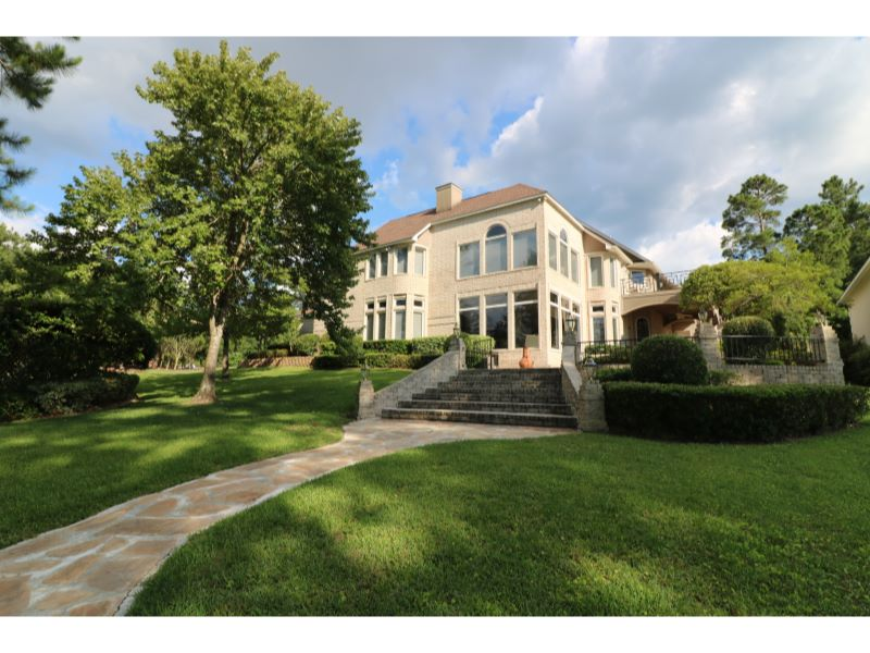 100 Bayview Dr. Listing Photo