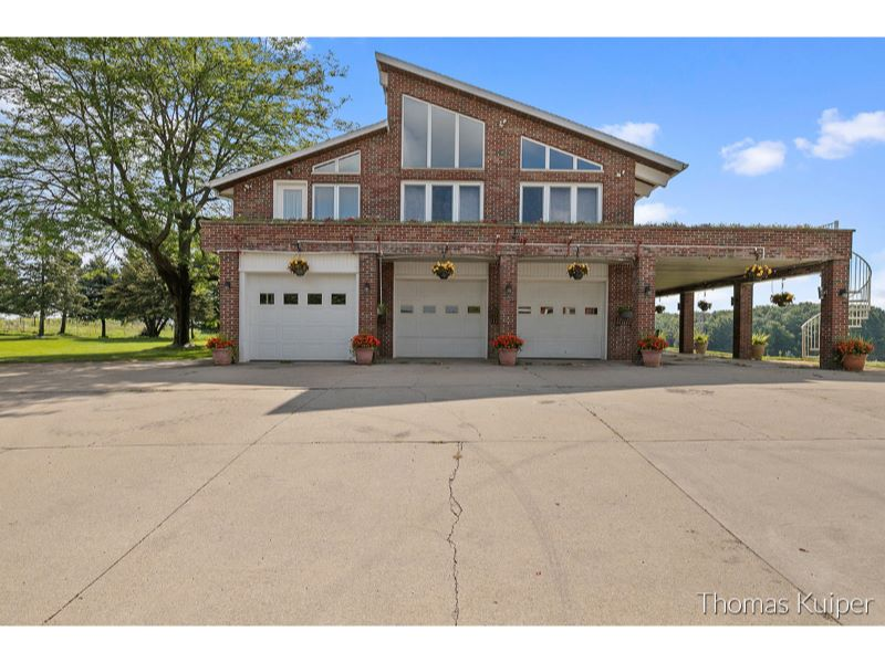 2850 9 Mile Road NW Listing Photo